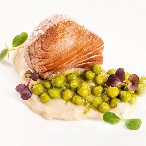 Atún (Solomillo) plancha con puré de coliflor y salteado de guisantes. Albores Restaurante Jerez